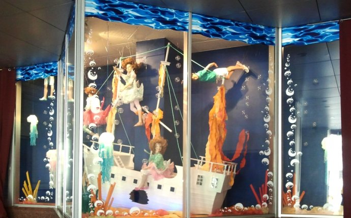 Оформление витрины детского магазина | OVAMO.RU