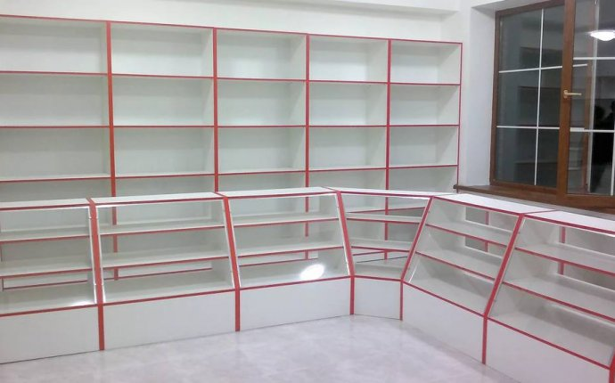 Стеллажи и витрины для магазинов, изготовление на заказ в Краснодаре