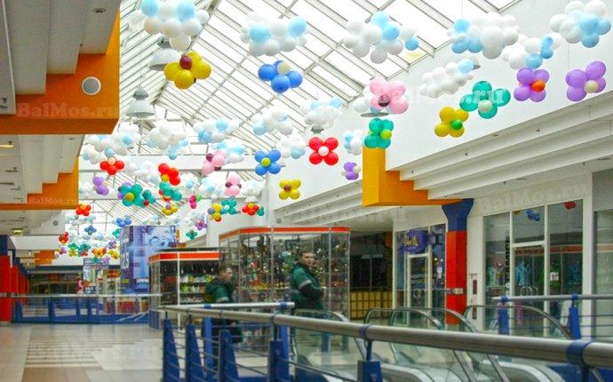 Украсить магазин воздушными шарами